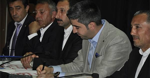 CHP Kartal'ın Soğanlık'ta düzenlediği teşekkür toplantısından kareler