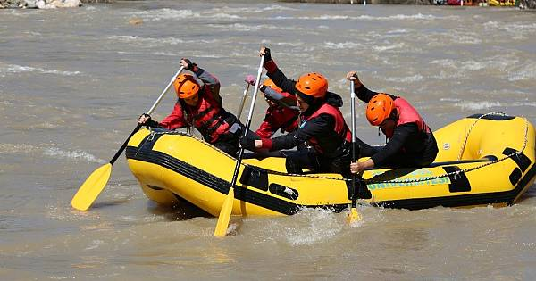 Munzur'da rafting heyecanı sürüyor