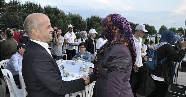 AK Parti Kartal iftarda buluştu