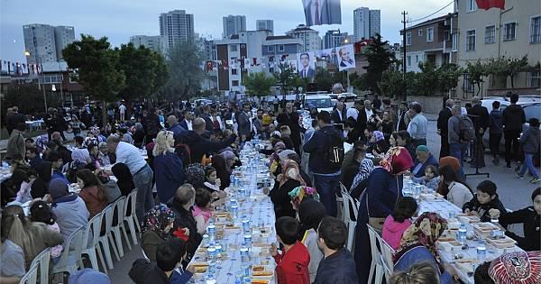 Kartallılar iftar sofralarında buluşmaya devam ediyor.