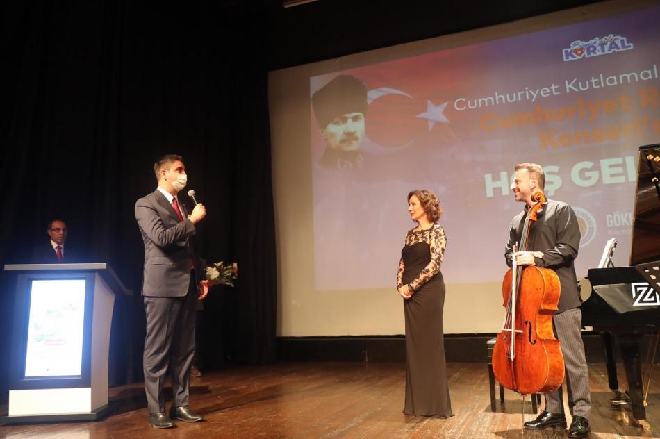 2020/10/1603976115_cumhuriyet'in_97._yili_kartal'da_bueyuek_bir_coskuyla_kutlandi_(7).jpg