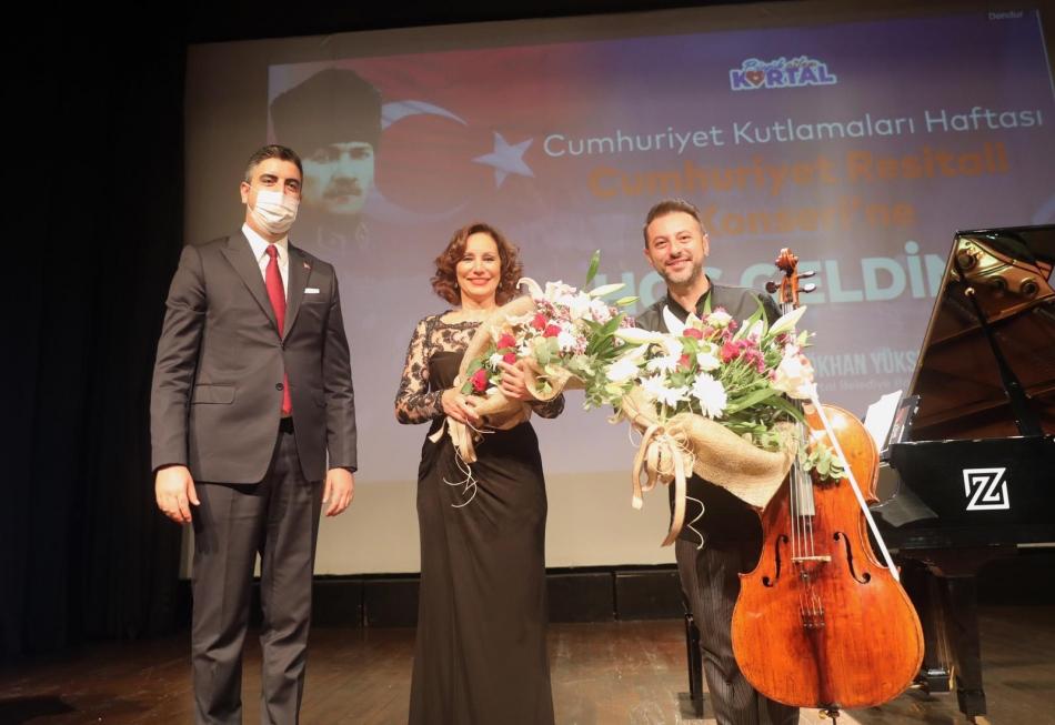 2020/10/1603976116_cumhuriyet'in_97._yili_kartal'da_bueyuek_bir_coskuyla_kutlandi_(4).jpg