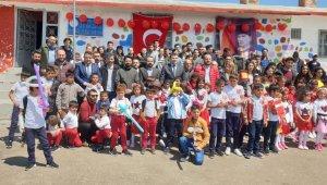 Üniversite öğrencileri köy okulunu onardı
