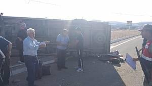 Elazığ'da yolcu minibüsü devrildi: 3 yaralı