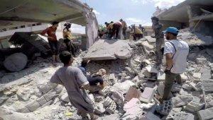 İdlib'de 2 aylık bebek bombardımanda enkaz altından sağ çıkarıldı