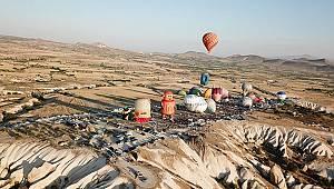 Kapadokya balon festivalini 100 bin turist takip etti