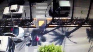 Yaya geçidinde 2 kişinin yaralandığı kaza kamerada