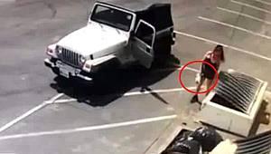 3 günlük köpek yavrularını poşete koyup çöpe atan vicdansız kadın kamerada