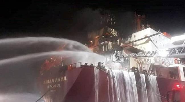 Atakaş Limanı'na yanaşan gemide yangın