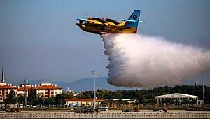 Bakan Pakdemirli'nin 'Motoruna kuşlar yuva yaptı' dediği yangın söndürme uçakları TEKNOFEST'te gösteri yaptı