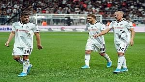 Beşiktaş'ta takım formsuz, yönetim belirsiz!