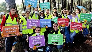 Doğaseverler Kayışdağı Ormanı'nı temizledi