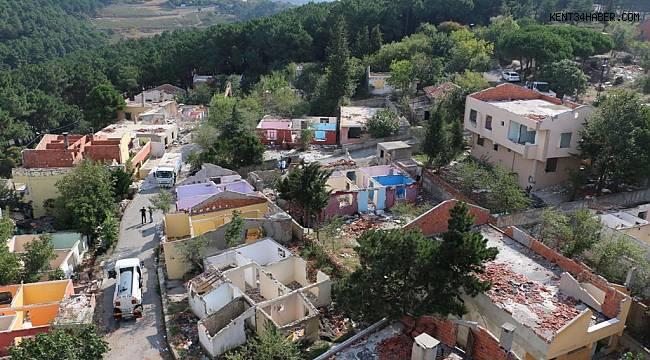 Kartal'da kentsel dönüşüm için boşatılan 40 metruk bina yıkılıyor
