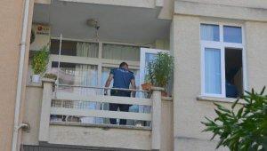Oğlu beğenmedi, balkondan atladı