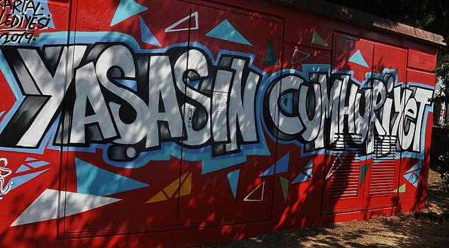 'Yaşasın Cumhuriyet' Graffitileri, Kartal'a renk kattı