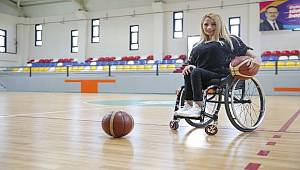 İlk Türk kadın basketbolcu oldu