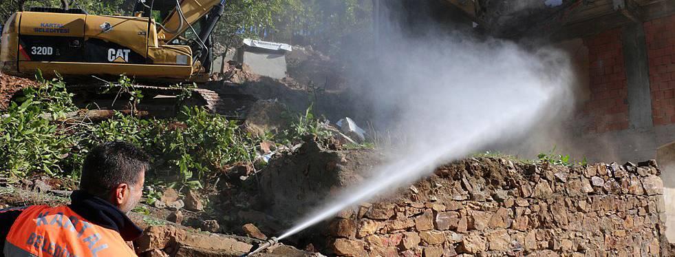 Kartal'da riskli yapılar ve metruk binaların yıkımına devam ediyor