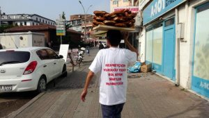 Simit satarak Mehmetçik Vakfı'na bağışta bulundu