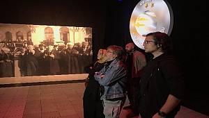"""Taksim'de """"29 Ekim Cumhuriyete Giden Yol"""" dijital gösterimi yapıldı"""