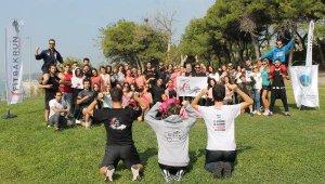 Üniversiteli öğrencilerden meme kanserine karşı 'sağlıklı yaşam etkinliği'