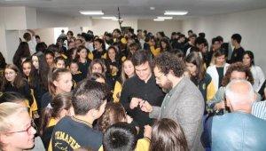 Oyuncu Reha Özcan, öğrencilerle bir araya geldi