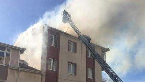 4 katlı apartmanın çatı katında yangın