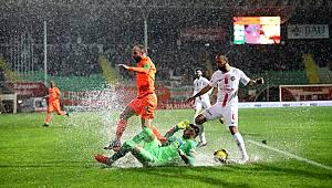 Alanyaspor ile Antalyaspor 0-0 berabere kaldı