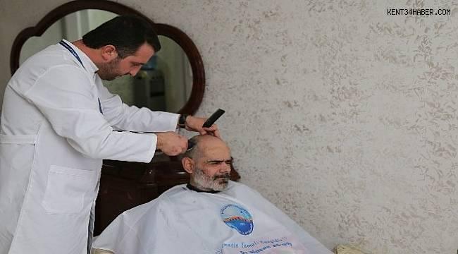 Büyükçekmece Belediyesi evde tıraş hizmetini sürdürüyor