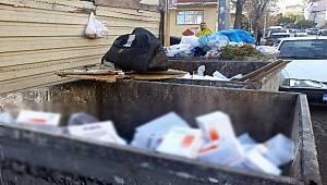 Çöp konteynırında yüzlerce kutu ilaç bulundu