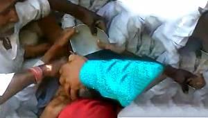Küçük kızın kafası tencereye sıkıştı! Çevredekiler seferber oldu