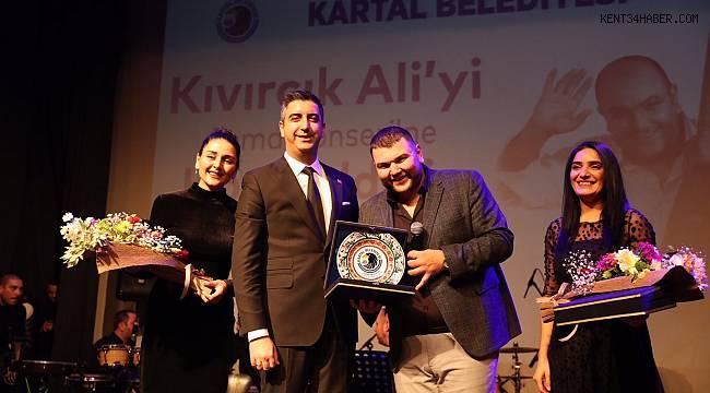 19 Sanatçı, Kıvırcık Ali için Kartal'da sahne aldı