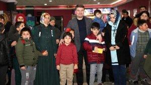 Başkan Dinçer, otizmli çocuklarla film izledi