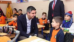 """""""Gökhan Başkan gibi olmak istiyorum"""" diyen öğrenciye Başkan Yüksel yolu gösterdi"""