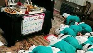 İranlı çocuklar, Kasım Süleymani fotoğrafının önünde secde ettirildi