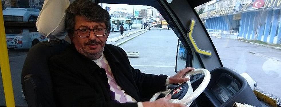 Kartal'da minibüste bilgisayarı unuttu, şoför geri teslim etti