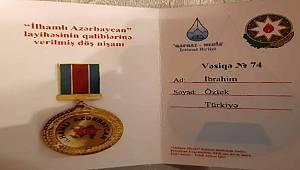 """Prof. Dr. İbrahim Öztek, """"İhamlı Azerbaycan"""" nişanı ile ödüllendirildi"""