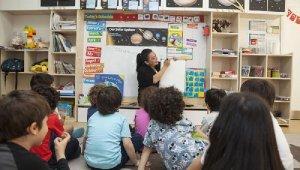 Çocuklara farklı dil metodlarıyla hızlı İngilizce eğitimi