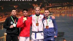 Genç karateci Macaristan'dan altın madalya ile döndü