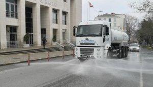 Silivri'de tüm cadde ve meydanlar dezenfektanlı su ile yıkanıyor