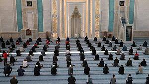 Bayram namazı Ankara'da 'kısıtlı' kılındı