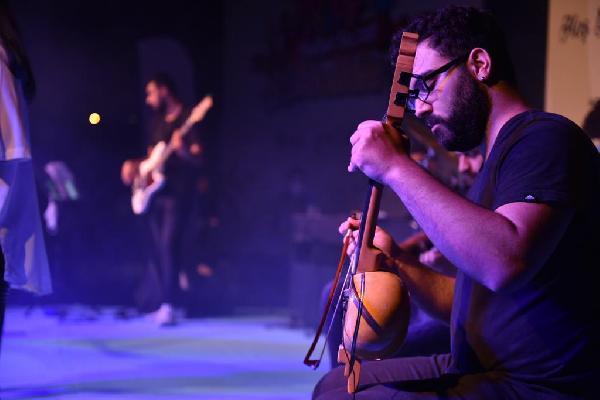 Tuzla'da müzik eğitim alan gençlerden sosyal mesafeli konser