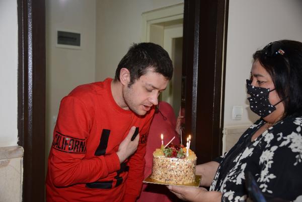 Tuzla'da Özel Çocuklara Doğum Günü Sürprizi