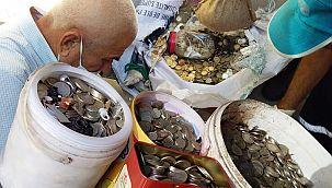 Aydın'da çöp evden bidonlarda para bulundu