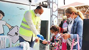 Kartal Belediyesi Yüz Yüze Eğitimin İlk Gününde Öğrencilerin Yanında