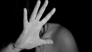 Görme engelli adam karısını defalarca bıçakladı