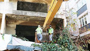 Kartal'da Metruk Binalar Yıkılıyor