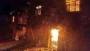 Tunceli'de feci olay! 4 ev alev alev yandı