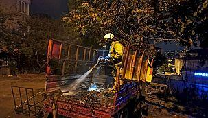 Kartal'da park halindeki kamyonette yangın