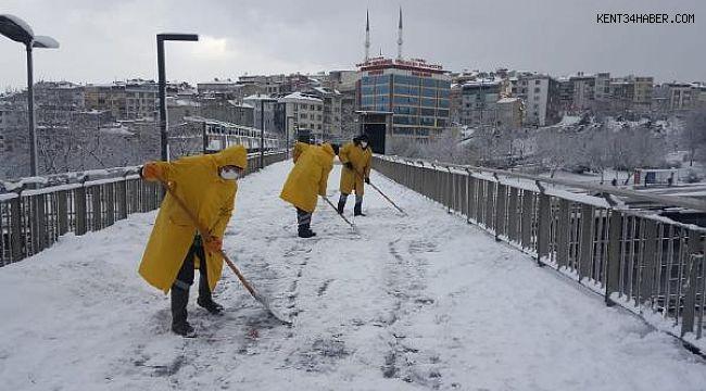 Beyoğlu'nda Karla Mücadele Aralıksız Devam Ediyor