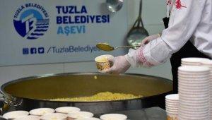 Tuzla'da Her Gün İhtiyaç Sahibi 2 Bin Kişiye Sıcak Yemek Dağıtılıyor